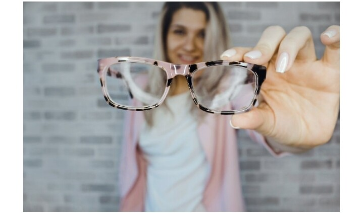 A Modest Girl's Guide To Wearing Eyeglasses 3