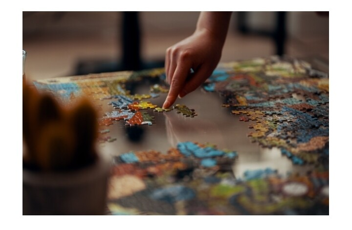 6 Ways Jigsaw Puzzles For Adults Can Boost Seniors' Brain Health 2